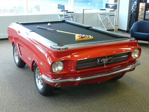 Gambar 2 - Meja Billiard 1965 Ford Mustang (www.carfurniture.com)
